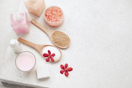 decoración de spa, productos de baño orgánicos conjunto natural, vista desde arriba Foto de archivo