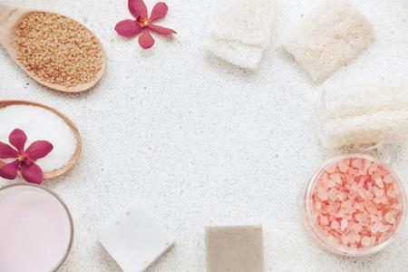 productos naturales: decoración de spa, productos de baño orgánicos conjunto natural, vista desde arriba Foto de archivo