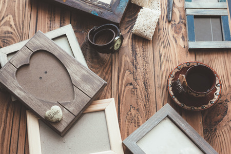 madera rústica: Many wooden photo frames on the rustic table, top view