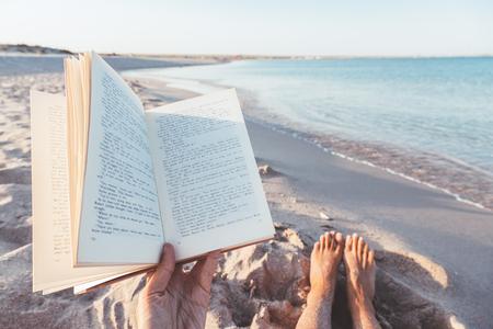Leesboek bij de zee