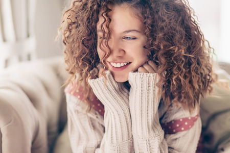 Close up face portrait of smiling teenage girl with curly hair Banco de Imagens