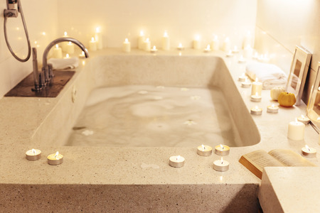 Prepared night spa bath decorated with candles, Imagens