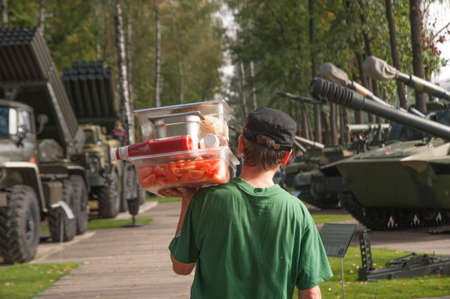 The cook delivers food in a lunch break during military exercises Editorial