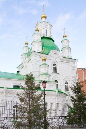 Catedral de Basilio s en la ciudad de Krasnoyarsk Foto de archivo