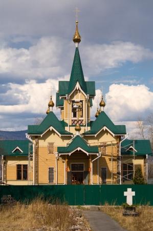 Peque�a iglesia de madera en la ciudad de Slyudyanka en la regi�n de Irkutsk