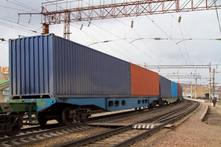 Transportation of containers by rail to freight trains