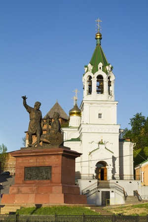 minin: The monument to the liberators of Russia Minin and Pozharsky on the background of an Orthodox church in Nizhny Novgorod Stock Photo