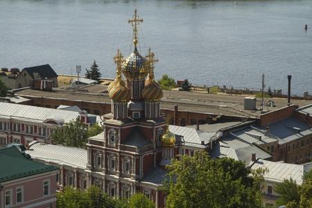 Vista de la ciudad de Nizhny Novgorod de un banco de alta