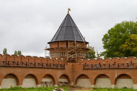Muro de ladrillo y guardia de la torre del Kremlin Tula