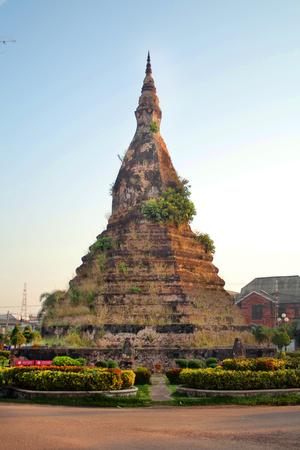 Negro Stupa en la capital de Laos en Vientiane Foto de archivo