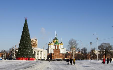 central square: Albero di Natale nella piazza centrale della citt� di Tula Editoriali