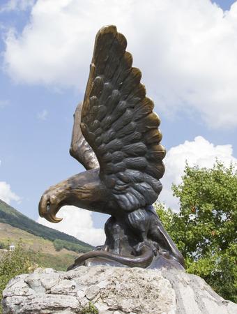 pyatigorsk: Simbolo della citt� di Pyatigorsk - aquila che tiene un serpente