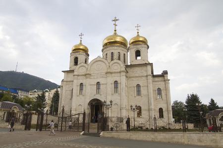 pyatigorsk: Salvatore nella Cattedrale di tempo nuvoloso in Pyatigorsk Editoriali