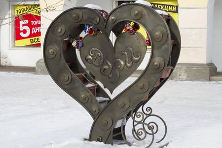 ulan ude: Sculpture Serdce dari (Heart Gifts) on the central avenue.