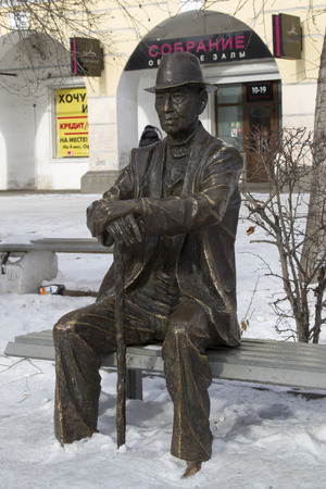 ulan ude: ULAN-UDE, RUSSIA - FEBRUARY 4: Sculpture of a pensioner on the alley near living rows on Fevruary 4, 2015 in Ulan-Ude. Editorial