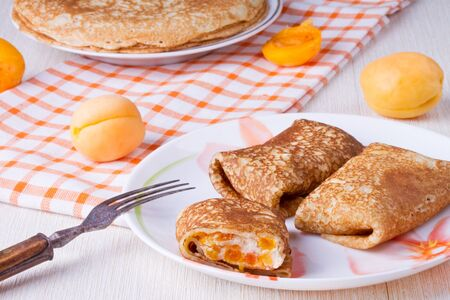 vibrant cottage: Pancakes with curd cheese and dried apricots
