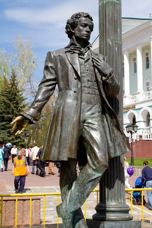 alexander great: SARANSK, RUSSIA - MAY 9: Monument to the great Russian poet Alexander Pushkin on May 9, 2015 in Saransk.