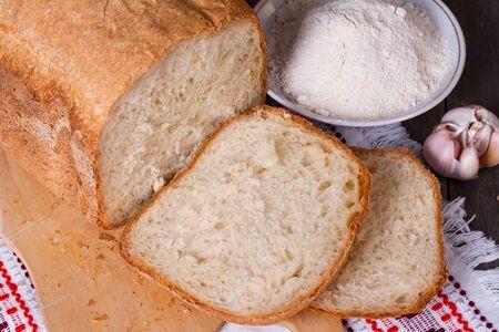 Caseras pan blanco, la harina, los huevos y la leche
