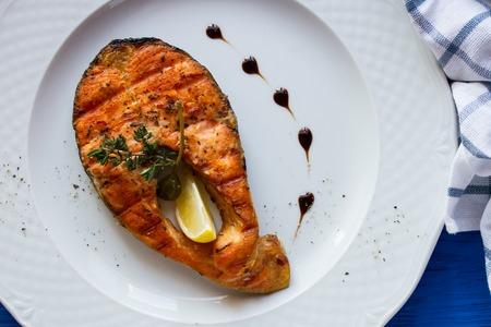 king salmon: Grilled humpback salmon with a lemon slice