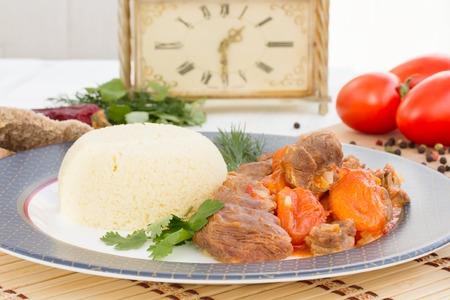 dried vegetables: estofado de cordero en �rabe con verduras y albaricoques secos. Foto de archivo