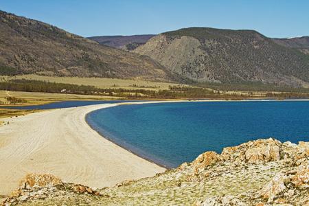 guadaña: Vista de la guadaña Kurminskaya y el lago Baikal Foto de archivo