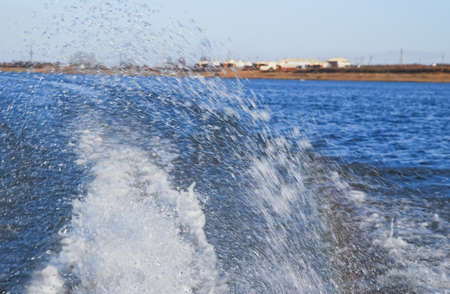 Splashes from the boat motor on the river Stockfoto