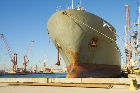 bulk carrier: ship