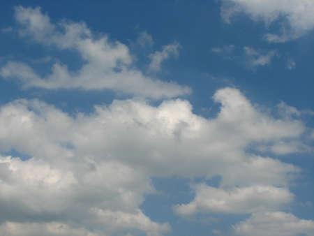 vapore acqueo: Water vapor condenses into cloud Archivio Fotografico