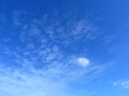 water vapour: cielo blu con nuvole