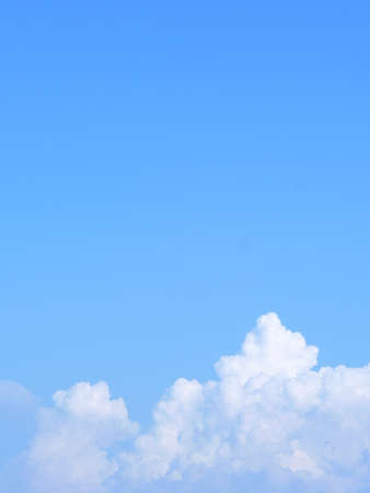 water vapour: Il vapore acqueo si condensa in nubi