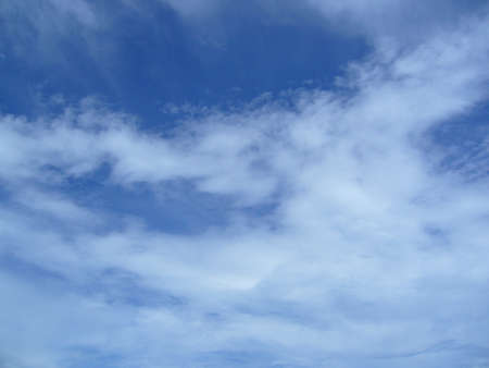 vapore acqueo: Clouds in the blue sky