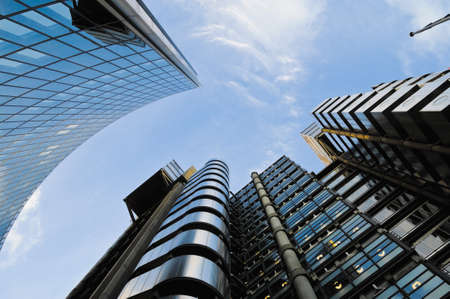 lloyds: Lloyds of London and Willis building in city of London