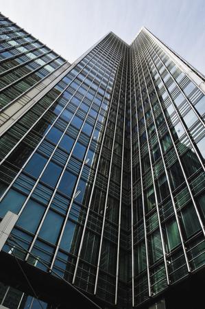 canary wharf: Corporate buildings in Canary Wharf, London