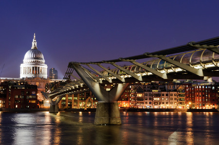 saint paul: St Pauls cathedral in London.