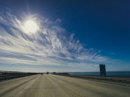 La autopista del Pacífico Foto de archivo - 51979057