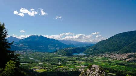 Vues a�riennes des lacs de Caldonazzo et Levico, en Italie et de la vall�e qui les entourent. Photo prise le 19 juillet 2009.
