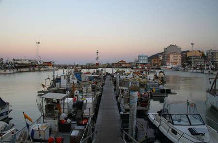 yegua: Botes de pesca. Puerto en Gabicce Mare Gabicce Mare, Italia