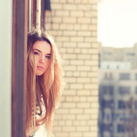 美しい若い女性は、新鮮さを楽しむ 写真素材