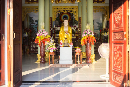 Chua Tan Thai famous pagoda and temple and Duddha's statue in Da Nang, Vietnam. A place to visit in Danang. Inside of the temple. Horizontal colorful image ideal for travel agencies, advertising, banners, web etc 免版税图像