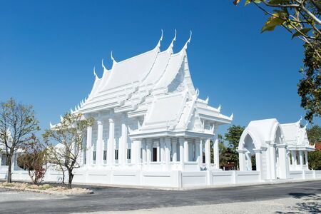 Pattaya, Thailand - March 19, 2019: New buddhist pagoda - White Temple in Pattaya city. New tourist destination in Pattaya. Blue sky and tranquil landscape 新闻类图片