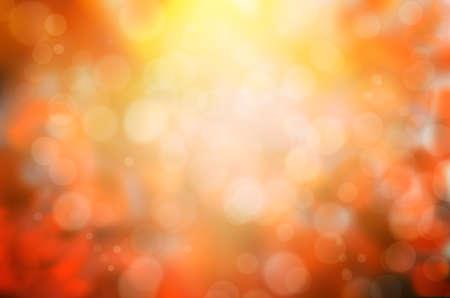 bladval abstracte achtergrond met zonnestralen en fakkels Stockfoto