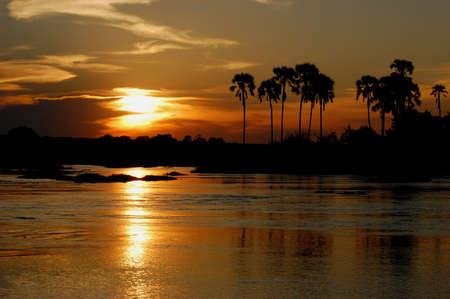 zimbabwe: Sunset Zambezi, Zimbabwe, Cataratas Victoria Foto de archivo