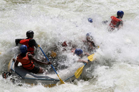 zambezi: Rafting extrem Editorial