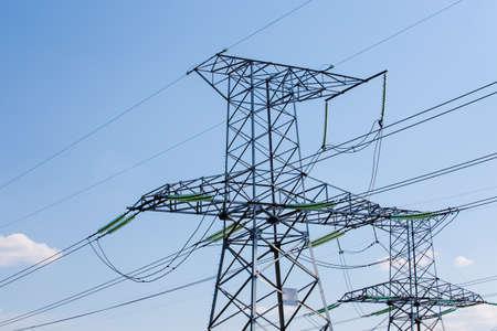 torres el�ctricas: l�neas de alta tensi�n en torres de alta tensi�n de energ�a el�ctrica, torre de transmisi�n de energ�a