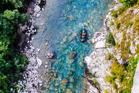 rafting along the mountain river Tara, view from the bridge Foto de archivo