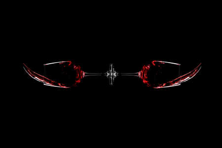 glasses of red wine spill over black background Banque d'images - 124900836