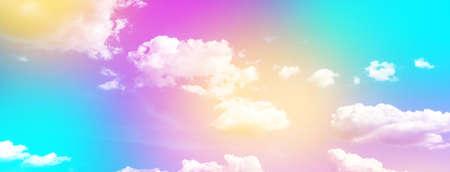 Nuage et ciel avec un fond de couleur pastel, fond de ciel abstrait de couleur douce, image panoramique