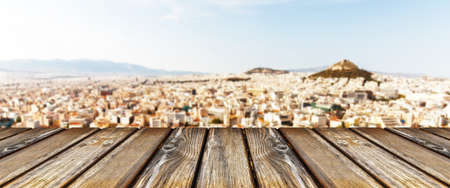 empty wooden table on city background, panoramic image 免版税图像