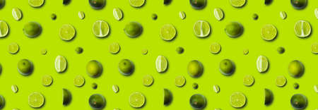 fresh slices lime on a light green background 免版税图像