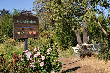 experimental: Davis, California, USA, 1 October 2016. Entrace of the experimental Community Gardens at UC Davis. The mission of theExperimental Community Gardens (ECG) is to provide a place for people to learn gardening skills